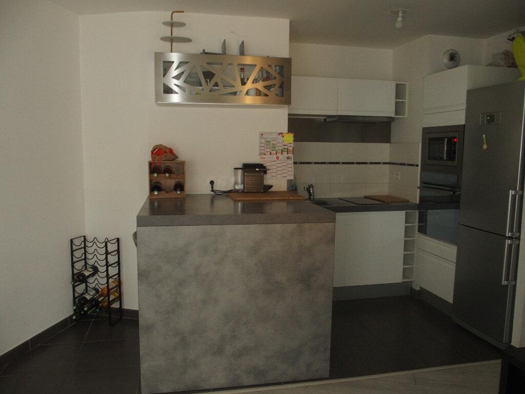 Appartement à louer 3 60m2 à Fontenay-le-Fleury vignette-3