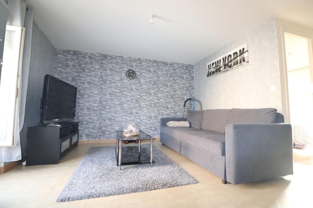 Appartement à louer 2 33m2 à Coulommiers vignette-1