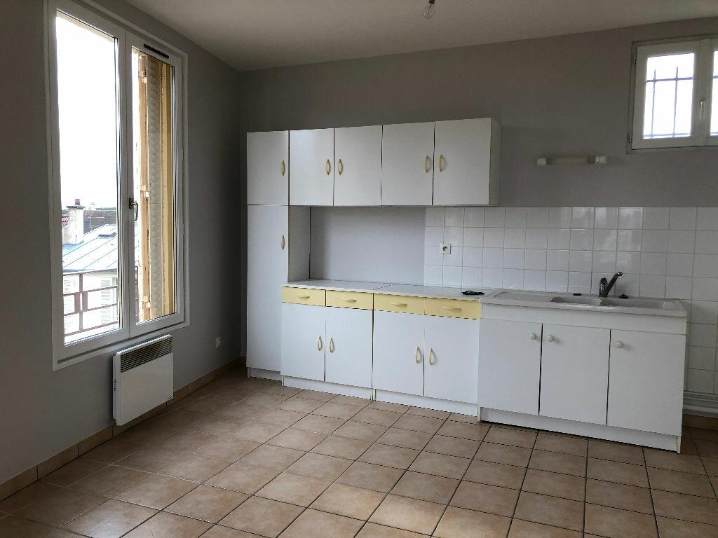 Appartement à louer 3 50m2 à Coulommiers vignette-2