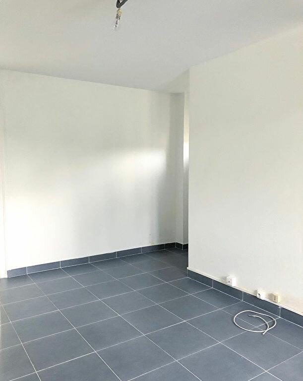 Appartement à louer 2 28m2 à Coulommiers vignette-2
