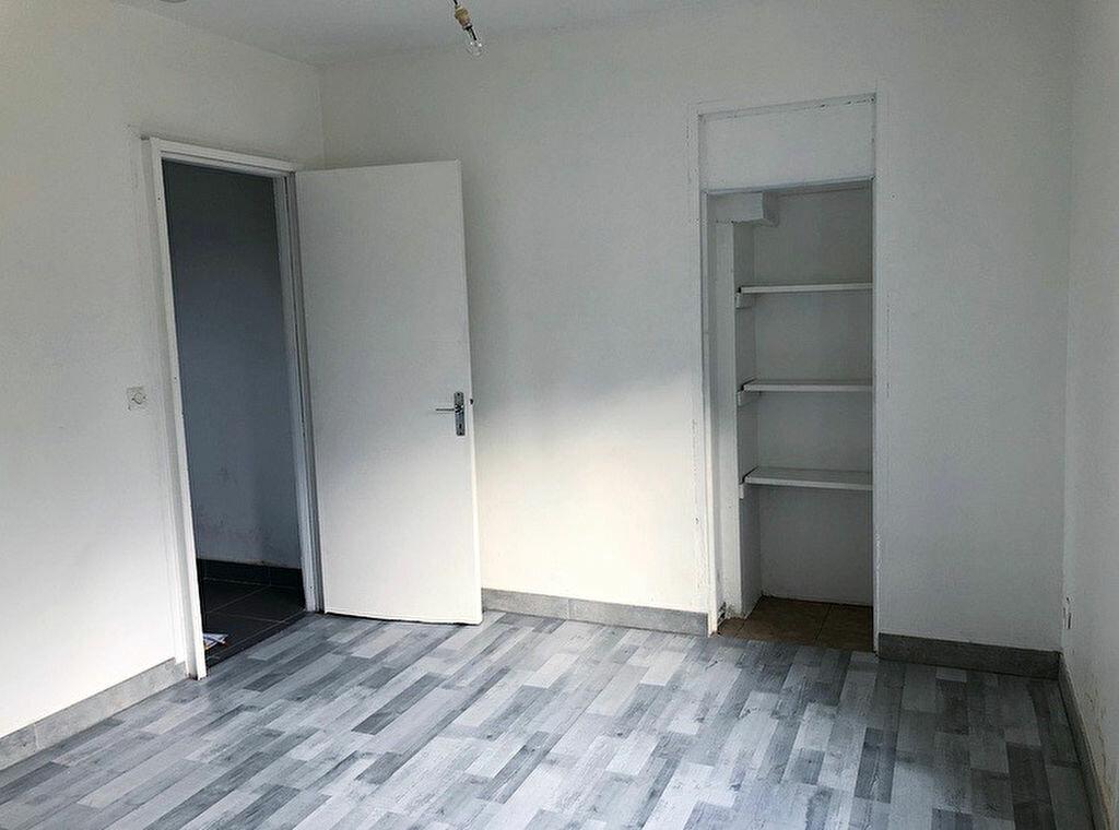 Appartement à louer 2 28m2 à Coulommiers vignette-3