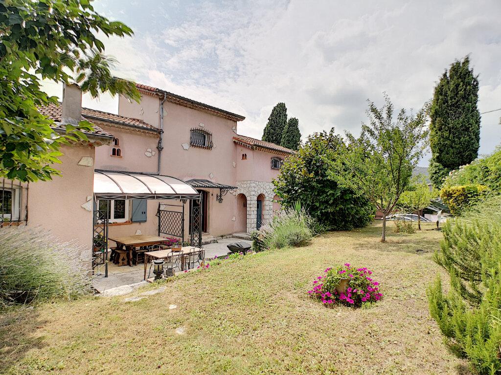 Maison à vendre 7 245m2 à Villeneuve-Loubet vignette-1