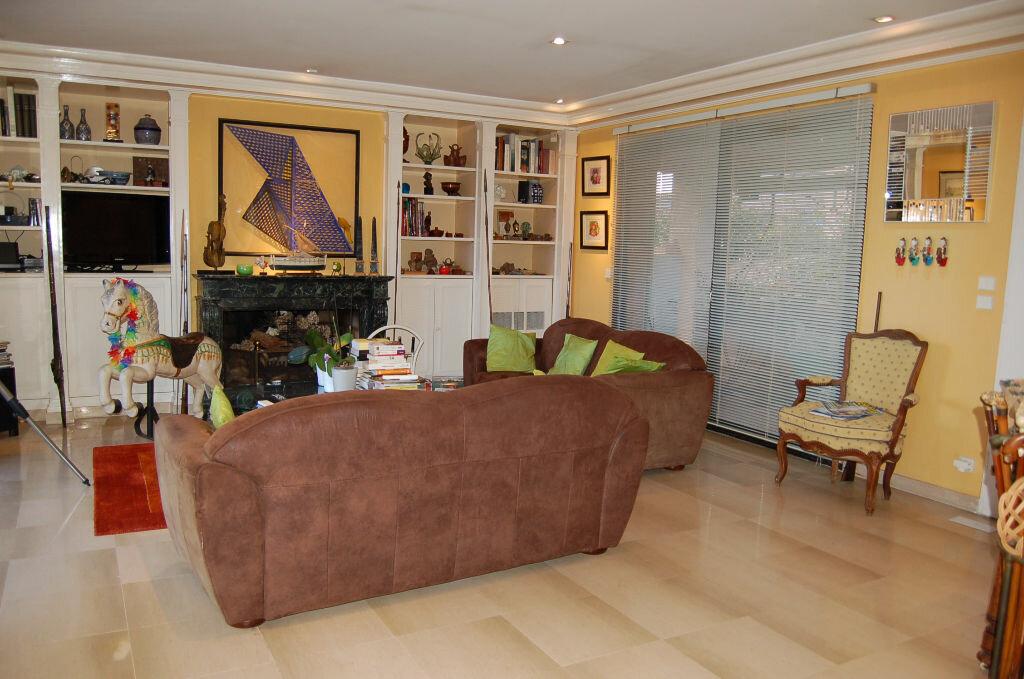 Appartement à vendre 4 106.85m2 à Villeneuve-Loubet vignette-5