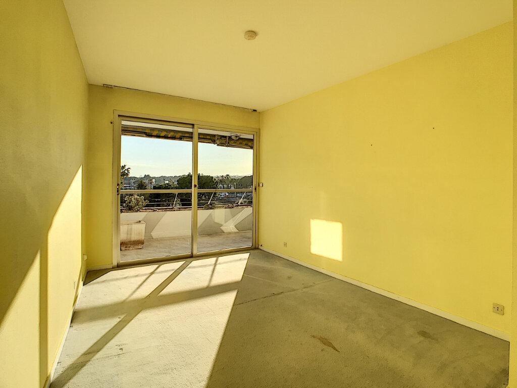 Appartement à vendre 4 109.66m2 à Villeneuve-Loubet vignette-5