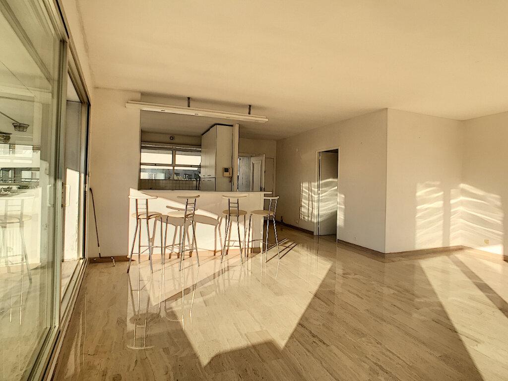 Appartement à vendre 4 109.66m2 à Villeneuve-Loubet vignette-6