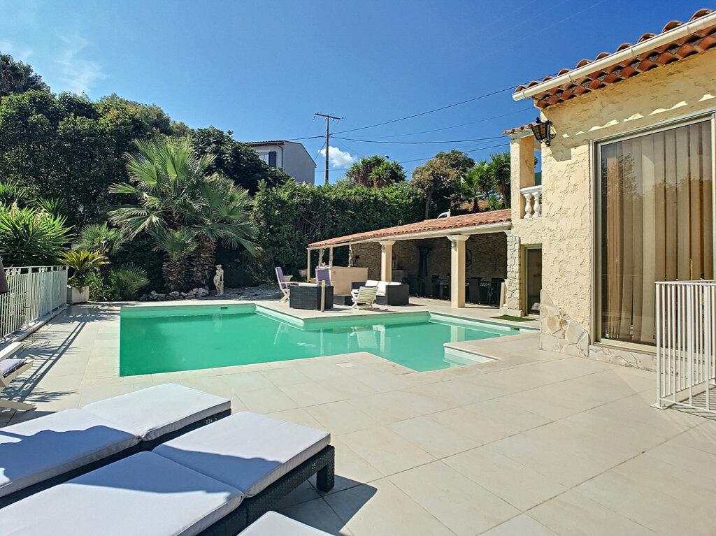 Maison à vendre 5 125m2 à Cagnes-sur-Mer vignette-2