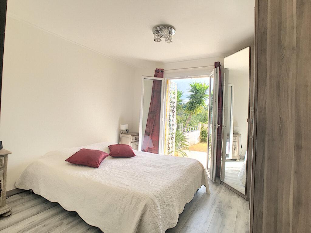 Maison à vendre 5 125m2 à Cagnes-sur-Mer vignette-4