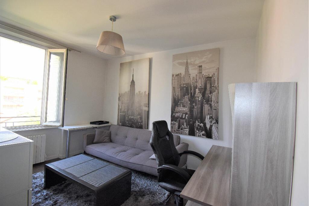 Appartement à louer 2 33.42m2 à Lyon 3 vignette-2