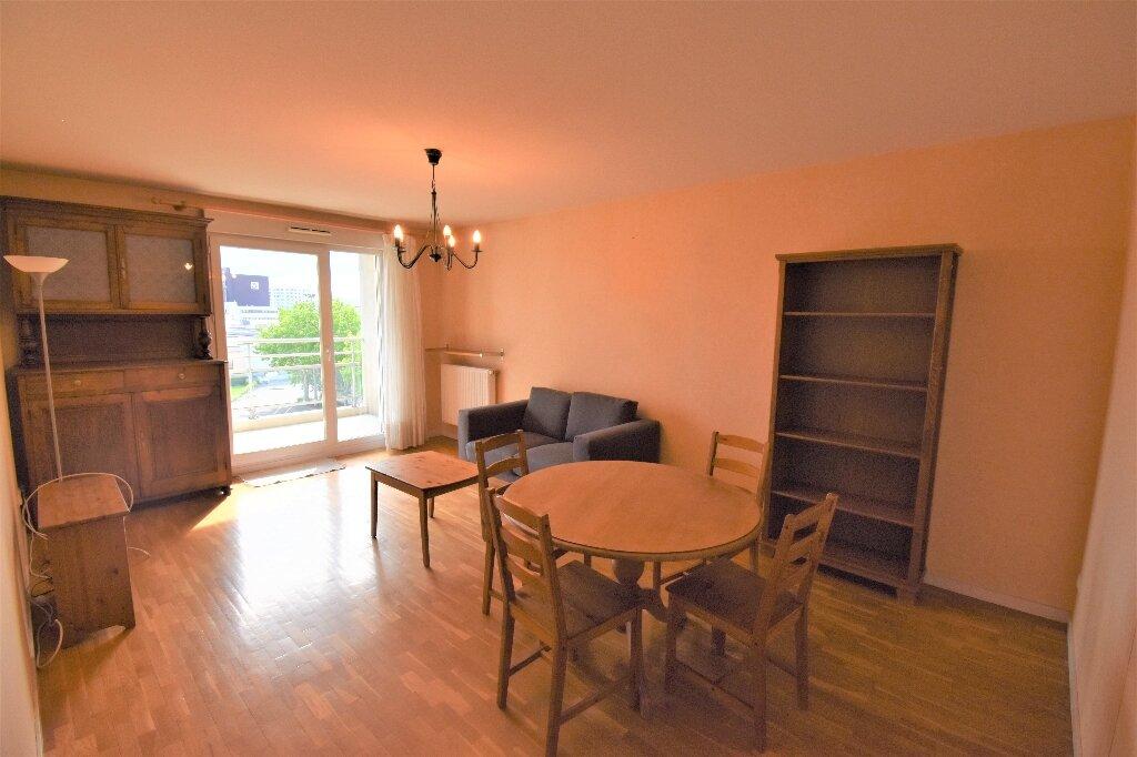 Appartement à louer 3 66.5m2 à Lyon 8 vignette-2