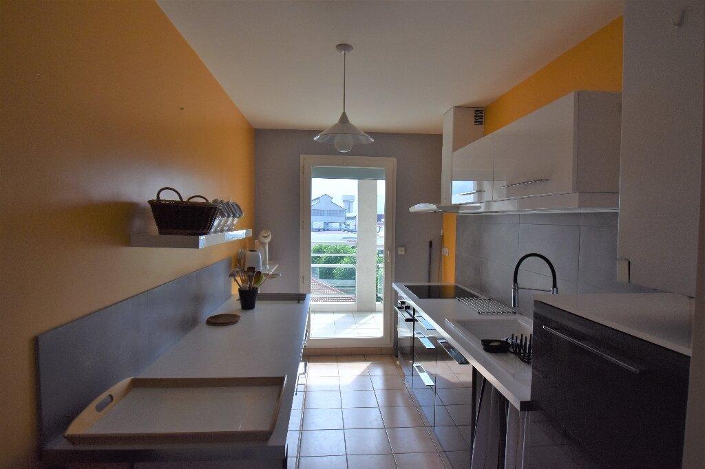 Appartement à louer 3 66.5m2 à Lyon 8 vignette-5