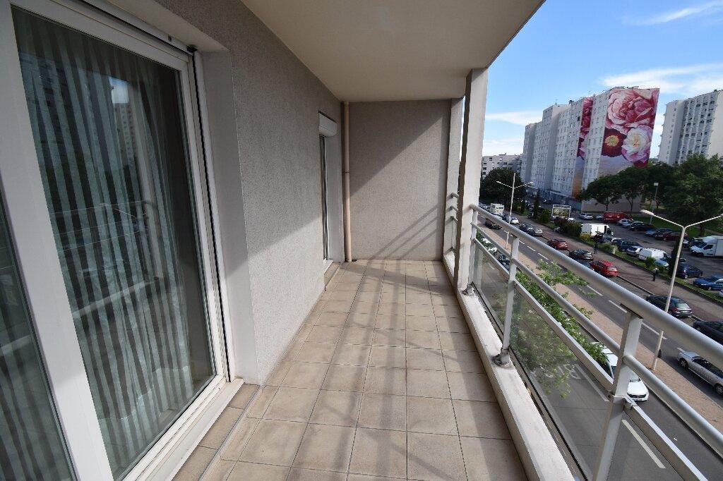 Appartement à louer 3 66.5m2 à Lyon 8 vignette-6