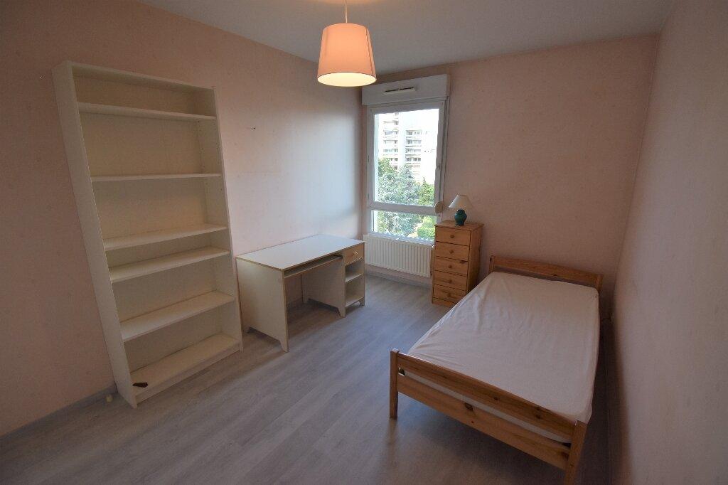 Appartement à louer 3 66.5m2 à Lyon 8 vignette-10