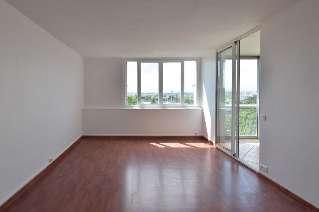Appartement à louer 3 62m2 à Bron vignette-1