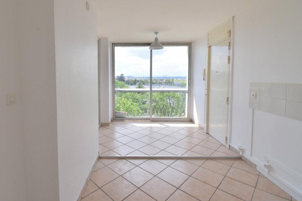 Appartement à louer 3 62m2 à Bron vignette-3
