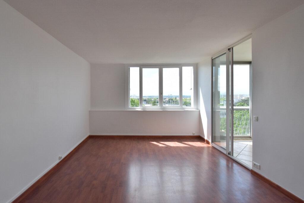 Appartement à louer 3 62m2 à Bron vignette-4
