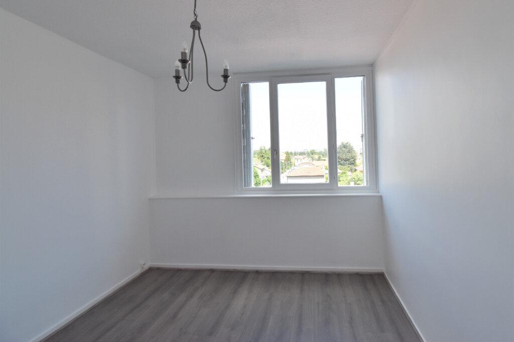 Appartement à louer 3 62m2 à Bron vignette-9