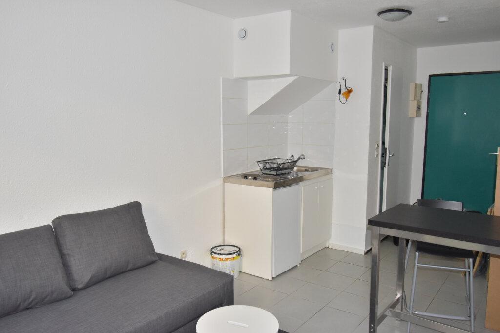 Appartement à louer 1 17.79m2 à Lyon 8 vignette-1