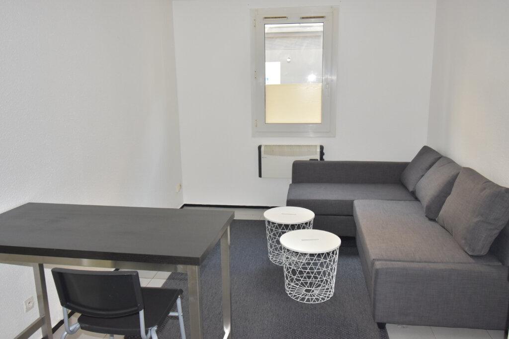 Appartement à louer 1 17.79m2 à Lyon 8 vignette-2