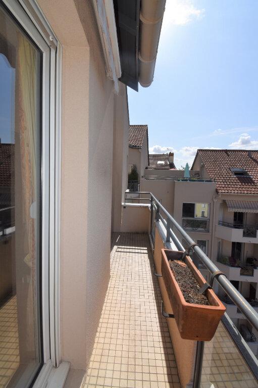 Appartement à louer 4 105m2 à Lyon 8 vignette-2