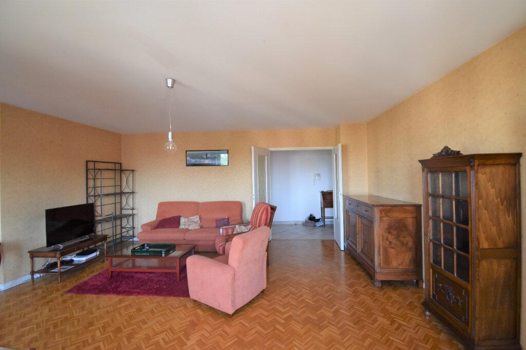 Appartement à louer 4 105m2 à Lyon 8 vignette-3