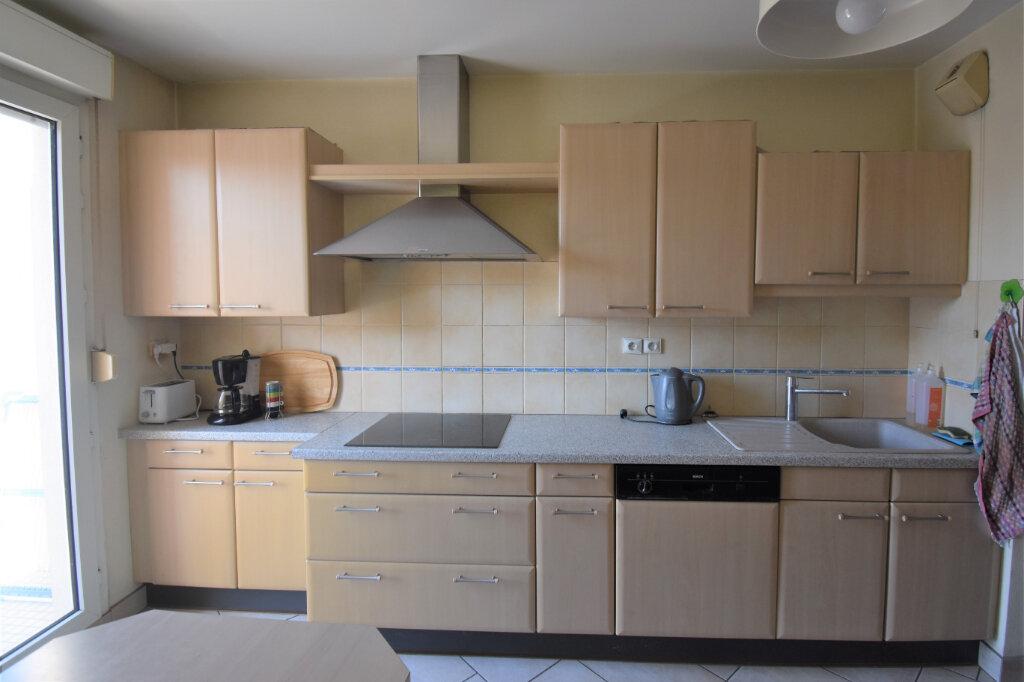 Appartement à louer 4 105m2 à Lyon 8 vignette-6