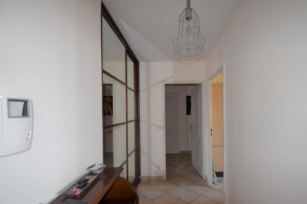 Appartement à louer 4 105m2 à Lyon 8 vignette-7