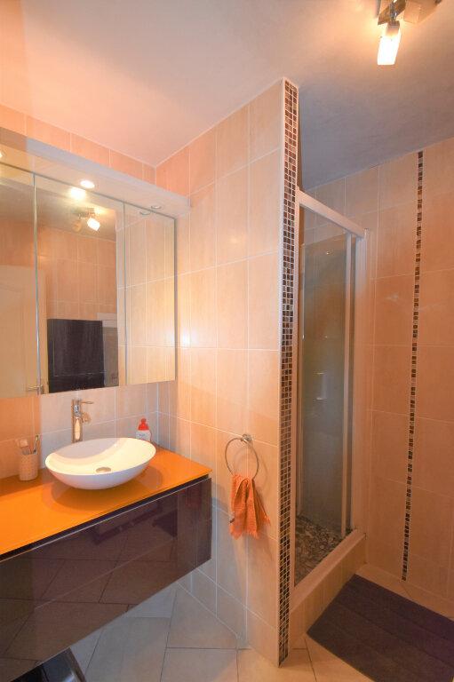 Appartement à louer 4 105m2 à Lyon 8 vignette-8