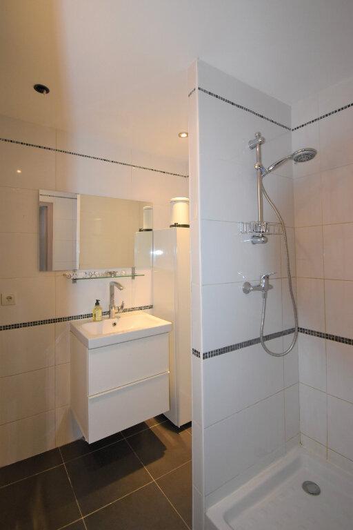 Appartement à louer 4 62.93m2 à Lyon 8 vignette-5