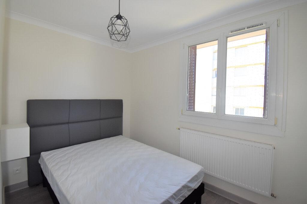 Appartement à louer 4 62.93m2 à Lyon 8 vignette-8