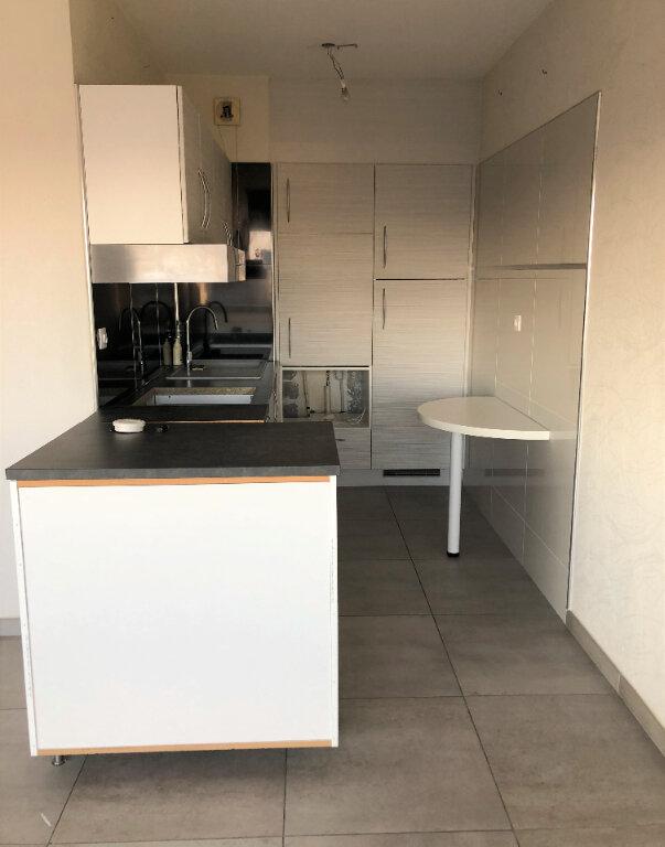 Appartement à louer 2 45.76m2 à Lyon 8 vignette-2