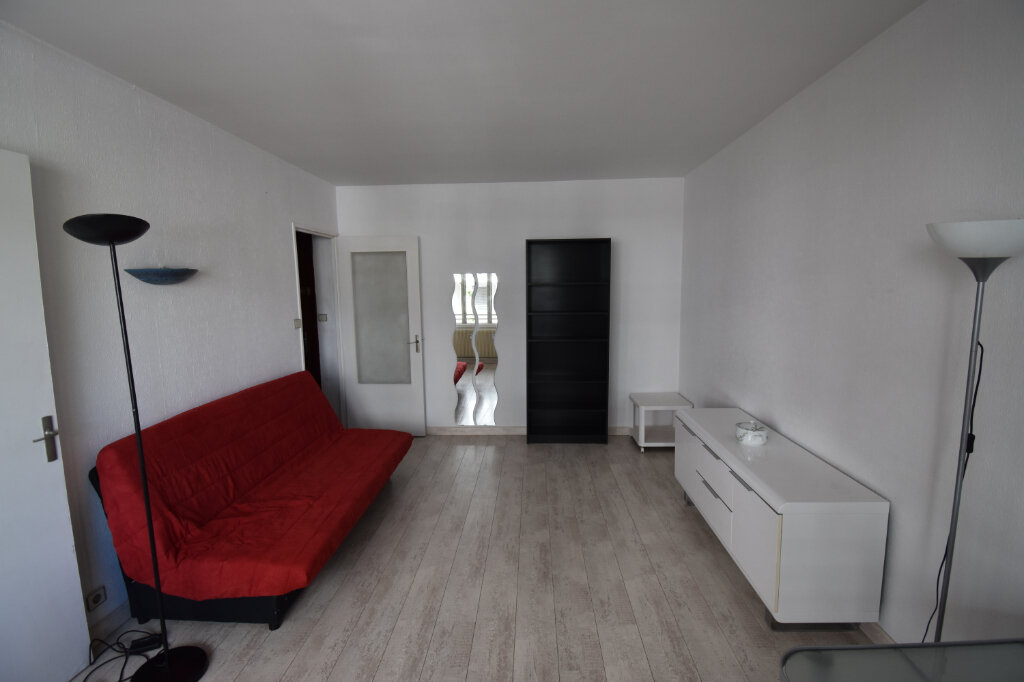 Appartement à louer 1 31m2 à Lyon 8 vignette-1