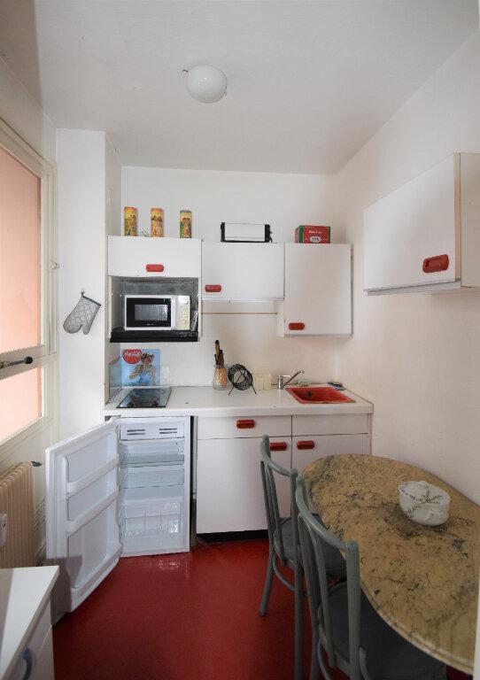 Appartement à louer 1 31m2 à Lyon 8 vignette-3
