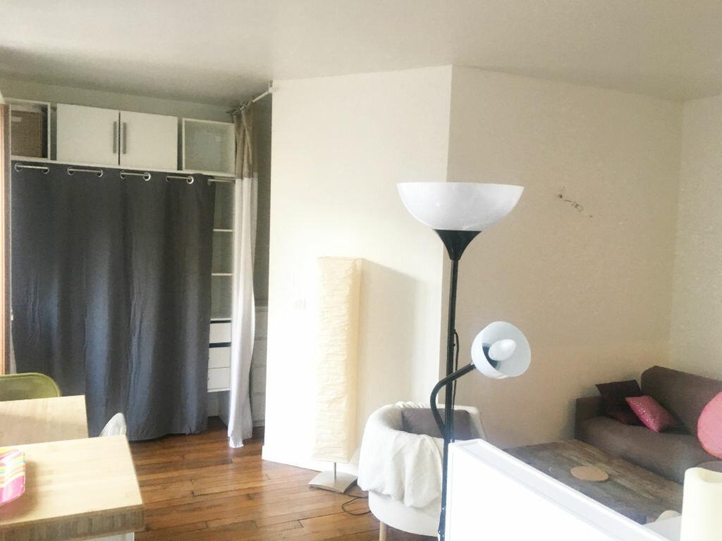 Appartement à louer 2 29.42m2 à Paris 18 vignette-2