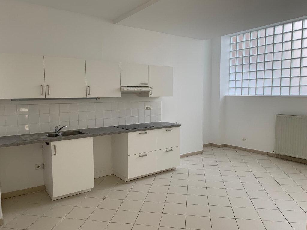 Appartement à louer 3 90.1m2 à Paris 20 vignette-1