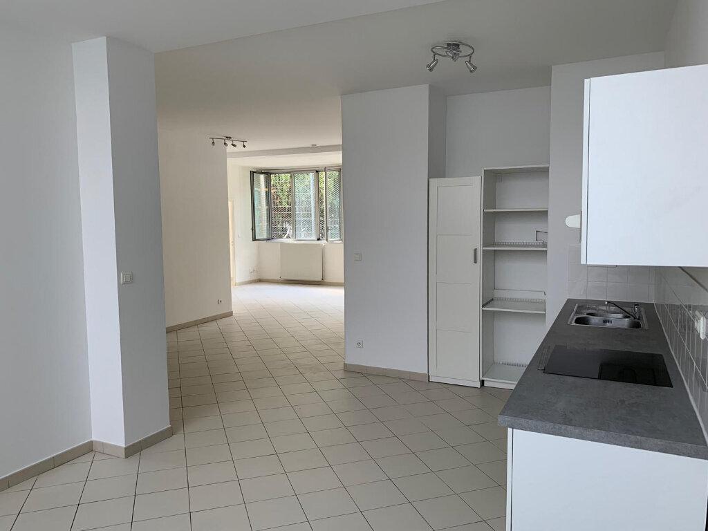 Appartement à louer 3 90.1m2 à Paris 20 vignette-4