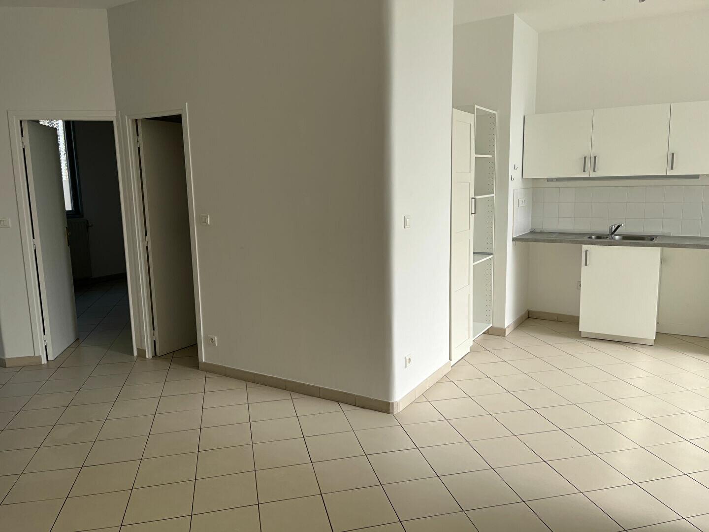 Appartement à louer 3 90.1m2 à Paris 20 vignette-5