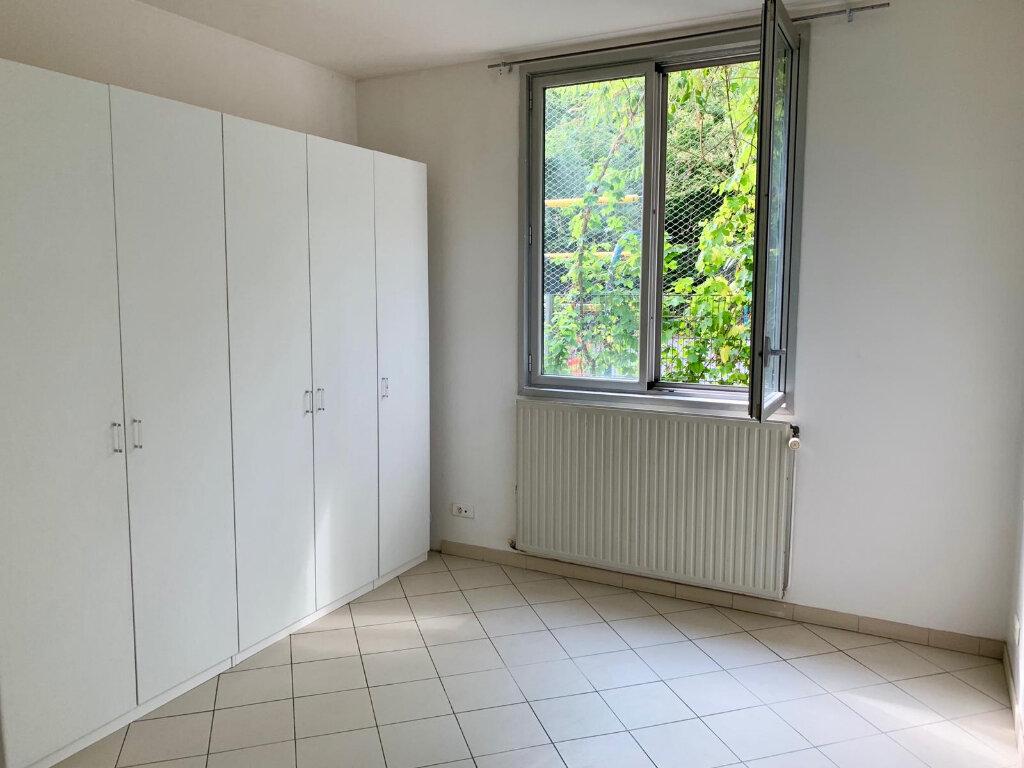 Appartement à louer 3 90.1m2 à Paris 20 vignette-7