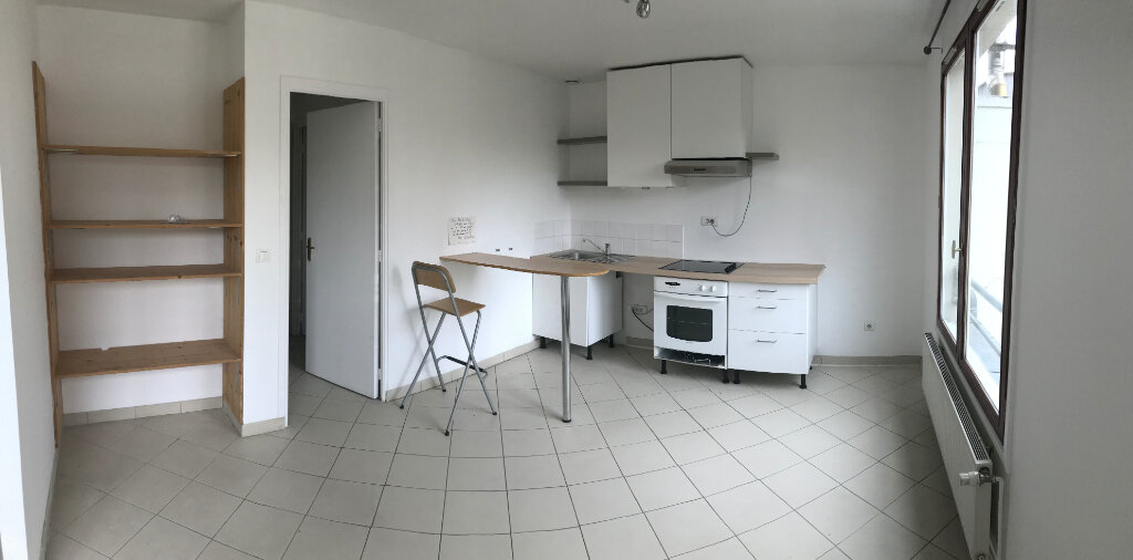 Appartement à louer 2 35m2 à Paris 20 vignette-1