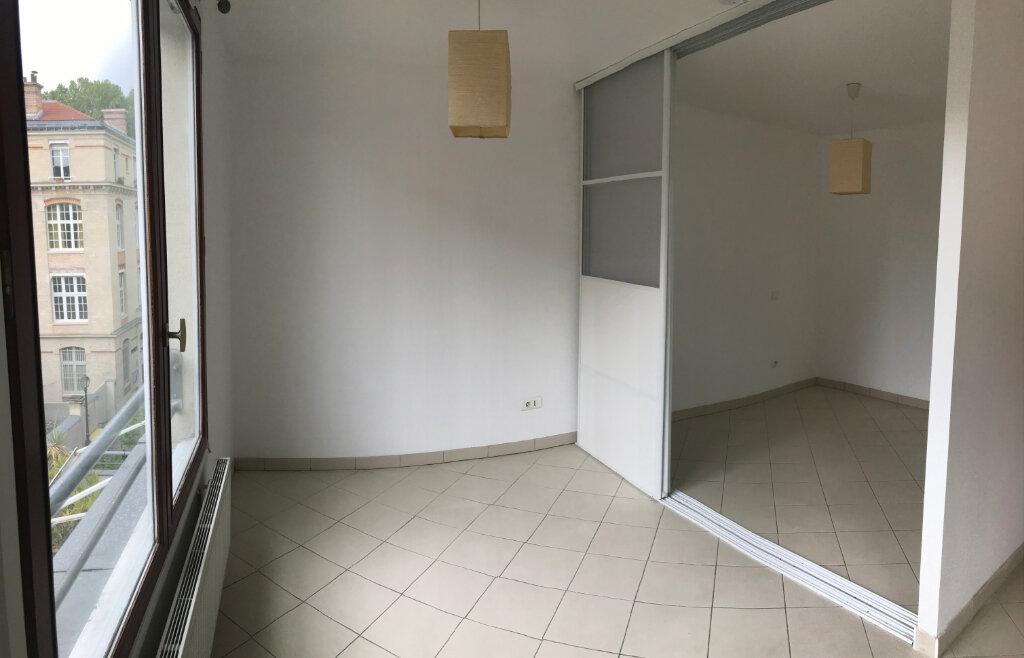 Appartement à louer 2 35m2 à Paris 20 vignette-2