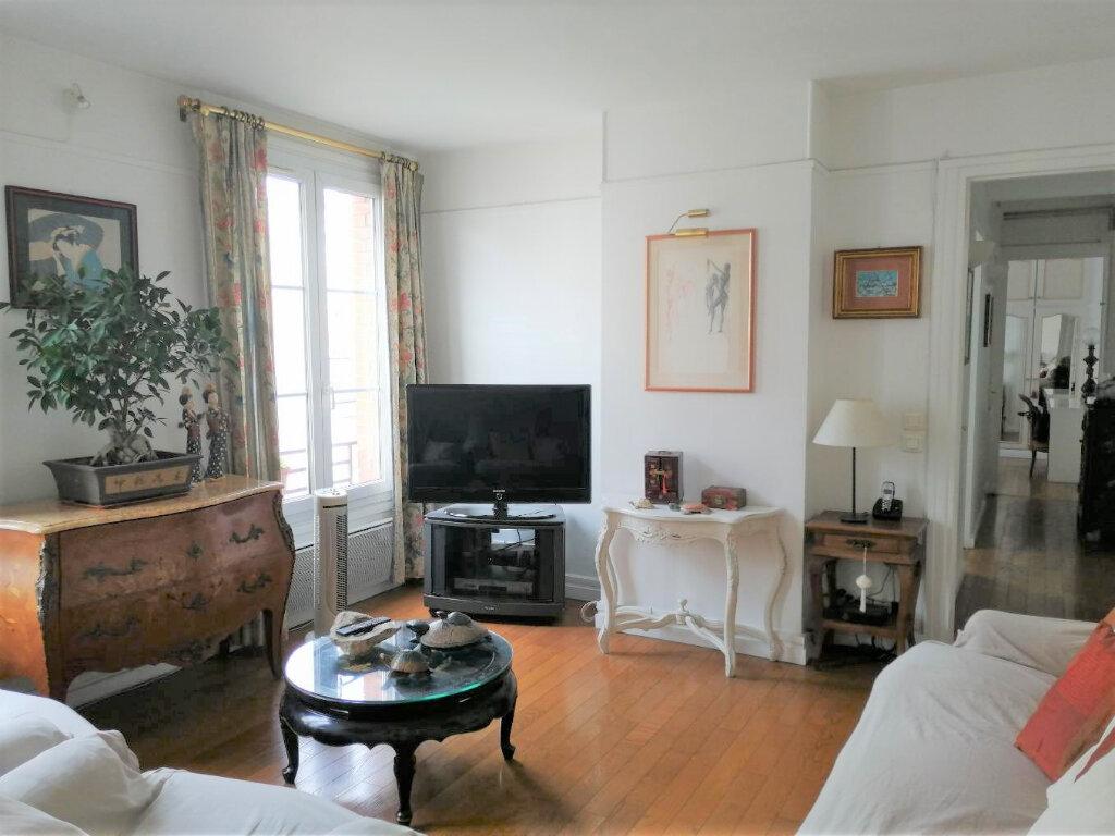 Appartement à vendre 4 69m2 à Paris 20 vignette-1