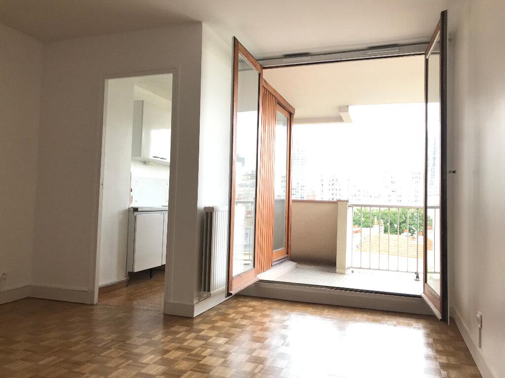 Appartement à louer 1 29m2 à Paris 20 vignette-1