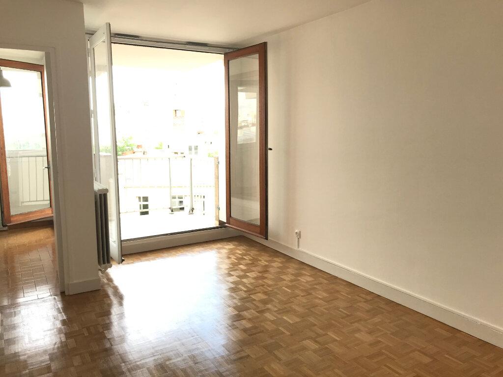 Appartement à louer 1 29m2 à Paris 20 vignette-2
