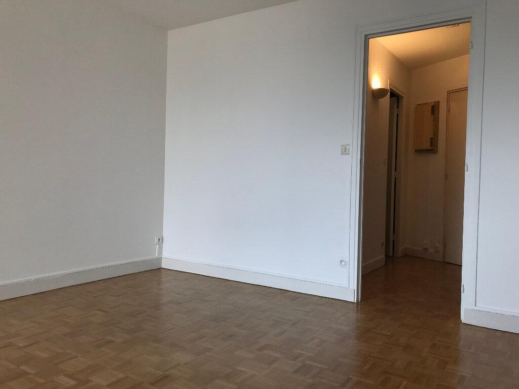 Appartement à louer 1 29m2 à Paris 20 vignette-3