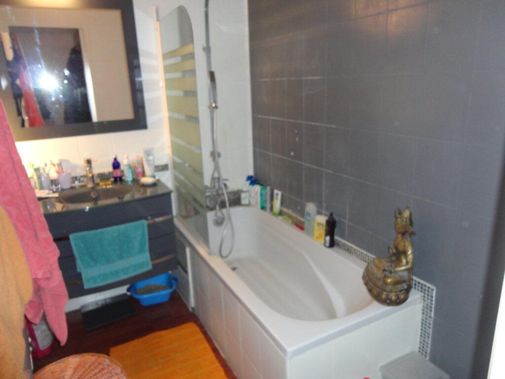 Appartement à vendre 4 62.5m2 à Rumilly vignette-6