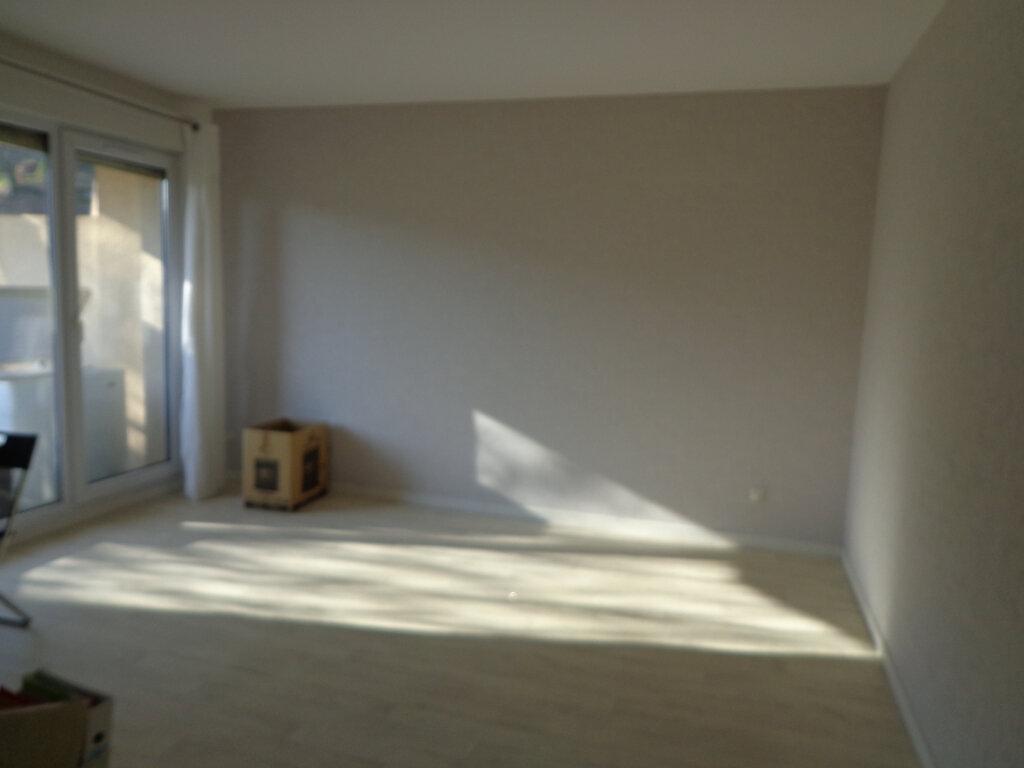 Appartement à louer 4 0m2 à Rumilly vignette-2