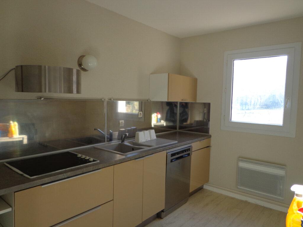 Appartement à louer 4 0m2 à Rumilly vignette-3