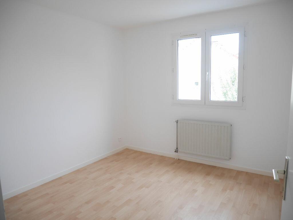 Appartement à louer 4 81.18m2 à Vernouillet vignette-3