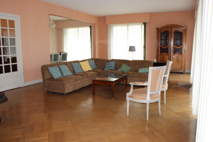 Appartement à louer 5 140m2 à Saint-Germain-en-Laye vignette-2