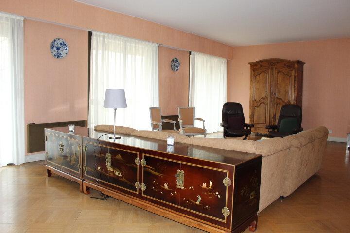 Appartement à louer 5 140m2 à Saint-Germain-en-Laye vignette-3