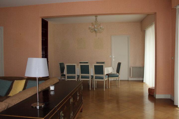 Appartement à louer 5 140m2 à Saint-Germain-en-Laye vignette-4